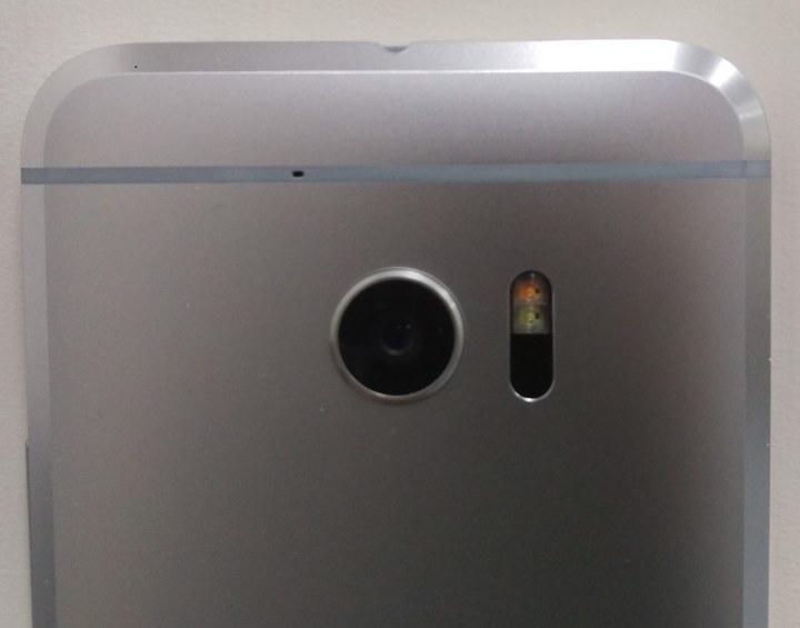 foto dal vivo di HTC One M10